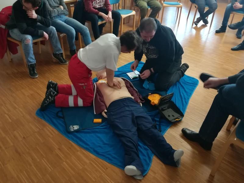 Erste-Hilfe-Auffrischungskurs (8h) - Rotes Kreuz